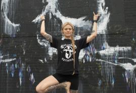 Yoga trifft auf Heavy Metal
