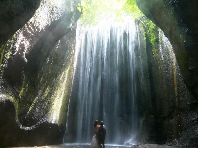 Der Tukad Cepung Wasserfall auf Bali