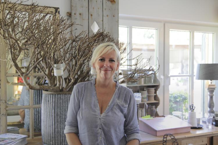 Inhaberin Iris Ahrendsen liebt Shabby Chic – und das merkt man auch in dem liebevoll eingerichteten Laden