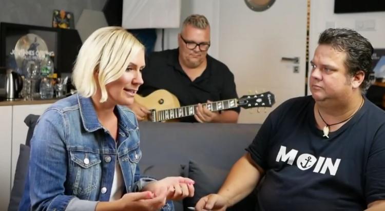 Sängerin Kaya in einer Session mit Mark und Sven