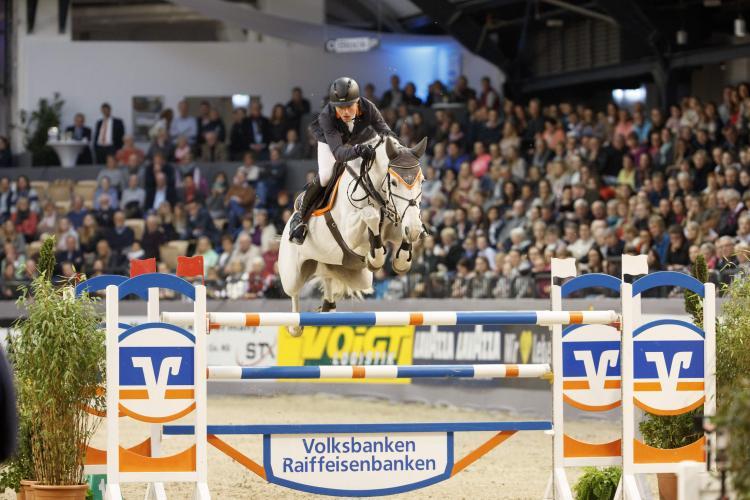 Das elegante Zusammenspiel von Mensch und Pferd bei diesem Spitzensportereignis versetzt das Publikum immer wieder in Erstaunen