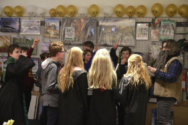 Bei Hagrid erraten die Schüler magische Tierwesen