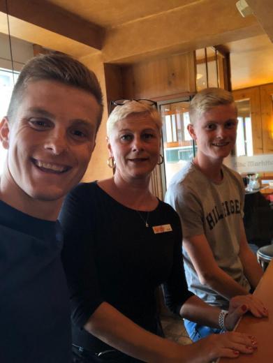 Kati und ihre beiden Söhne Julian (li.) und Jonas