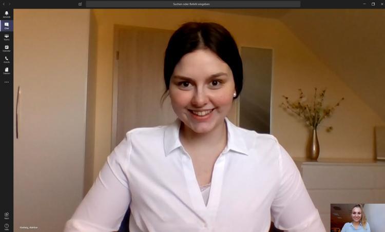 ACO-Auszubildende Adelina Hartwig im Team-Meeting mit Lina Litschak